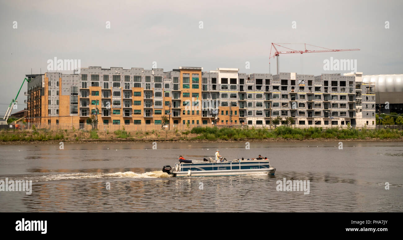 Construction of apartment buildings, in close proximity to the PATH commuter line, along the Passaic River in Harrison, NJ on Saturday, August 25, 2018.  (© Richard B. Levine) - Stock Image