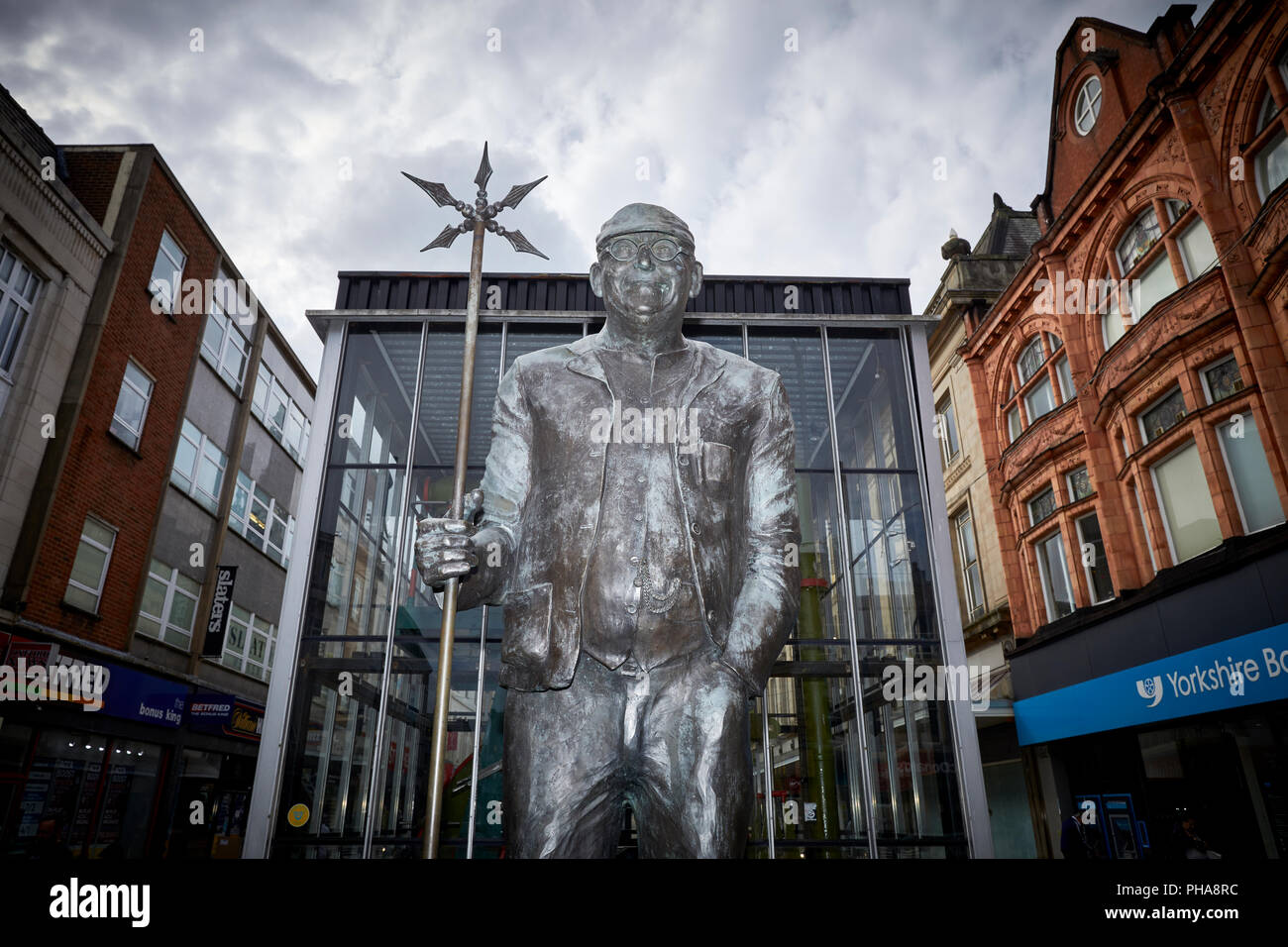 lancashire landmark bronze statue by created by Jane Robbins of steeplejack television personality Frederick Dibnah, MBE statue  Bolton town centre - Stock Image