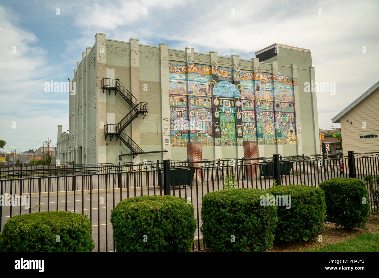 'Song of the Passaic' mural overlooking Newark Riverfront Park in Newark, NJ on Saturday, August 25, 2018.  (© Richard B. Levine) - Stock Image