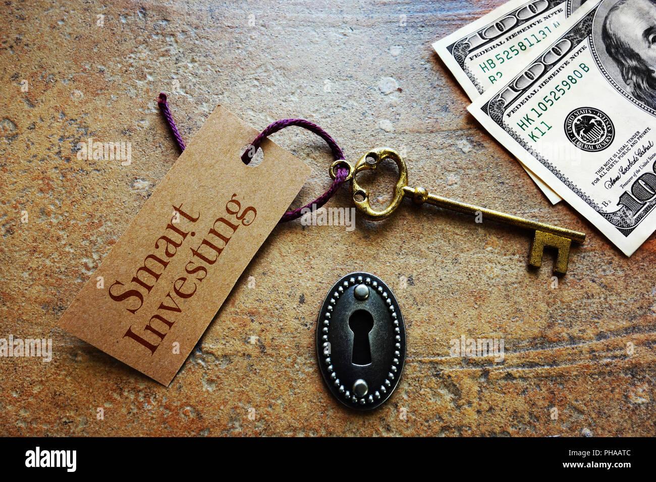 Smart Investing key - Stock Image
