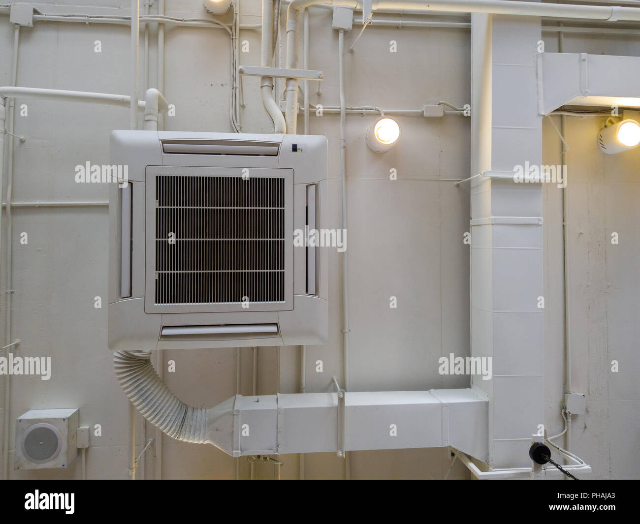 Ceiling Air Vent Stock Photos & Ceiling Air Vent Stock Images - Alamy