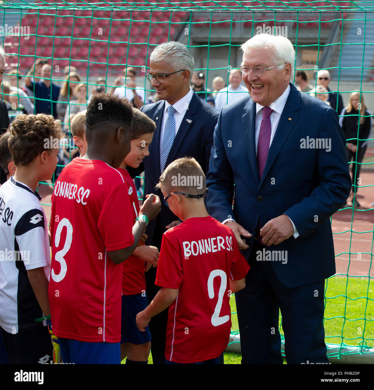 Bonn, Germany, August 31 2018:  Federal President Frank-Walter Steinmeier (R) visits sports club Bonner SC. Steinmeier informed himself about the integration work of the club.             Credit: Juergen Schwarz/Alamy Live News - Stock Image