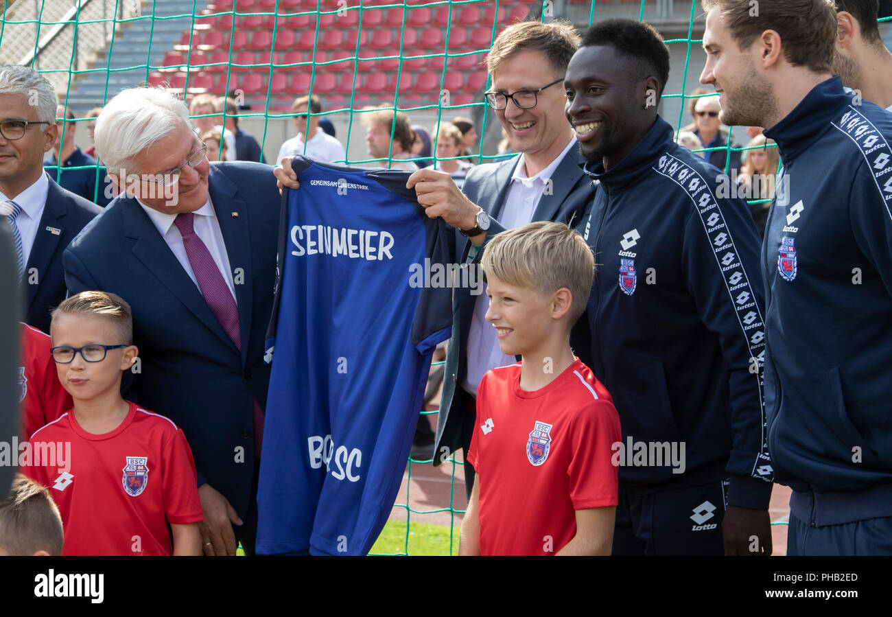 Bonn, Germany, August 31 2018:  Federal President Frank-Walter Steinmeier (L) receives a shirt when he visits sports club Bonner SC. Steinmeier informed himself about the integration work of the club.             Credit: Juergen Schwarz/Alamy Live News - Stock Image
