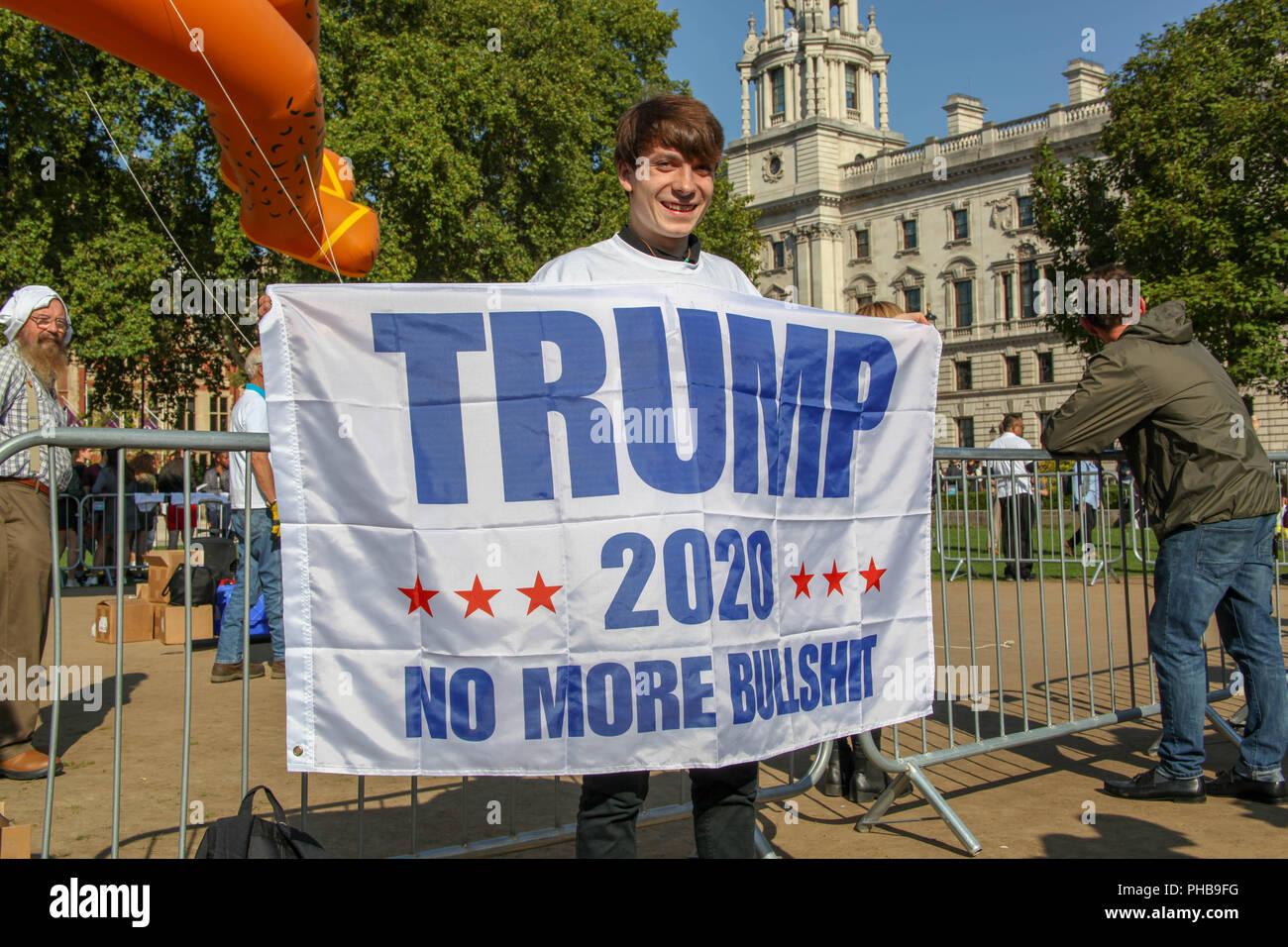 London, UK. 1st September 2018. Supporter of Donald Trump with the Sadiq Khan Balloon Credit: Alex Cavendish/Alamy Live News - Stock Image
