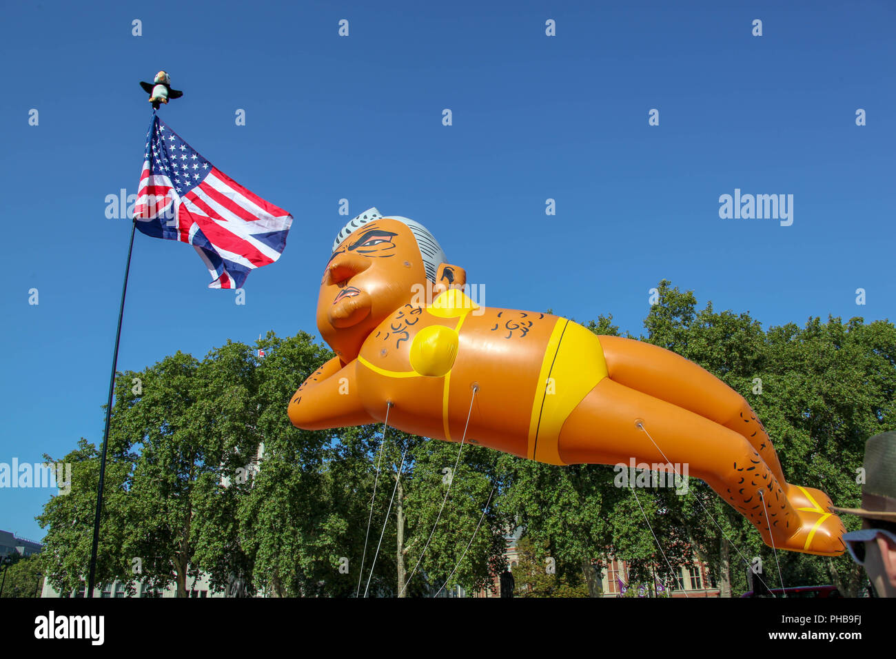 London, UK. 1st September 2018. The Sadiq Khan Balloon with a US/UK Flag Credit: Alex Cavendish/Alamy Live News - Stock Image