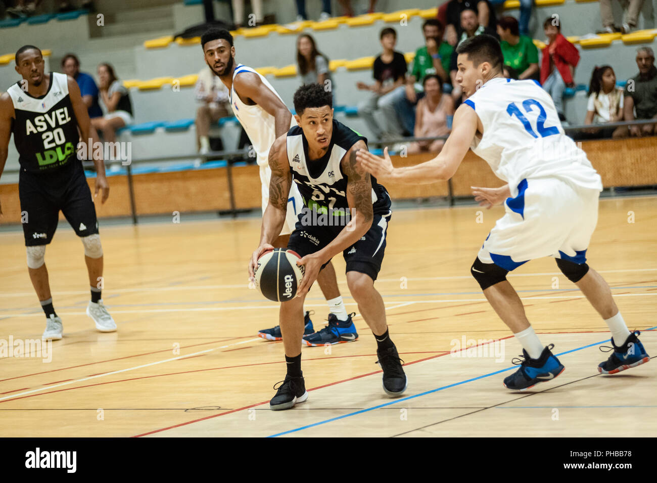 Belleville-sur-Saône, France. 31st August 2018.  Ain Star Games is a preparation tournament - The match was against ASVEL and KK Mornar Bar (88-68). Anthony Slaughter with the ball. Credit: FRANCK CHAPOLARD/Alamy Live News - Stock Image