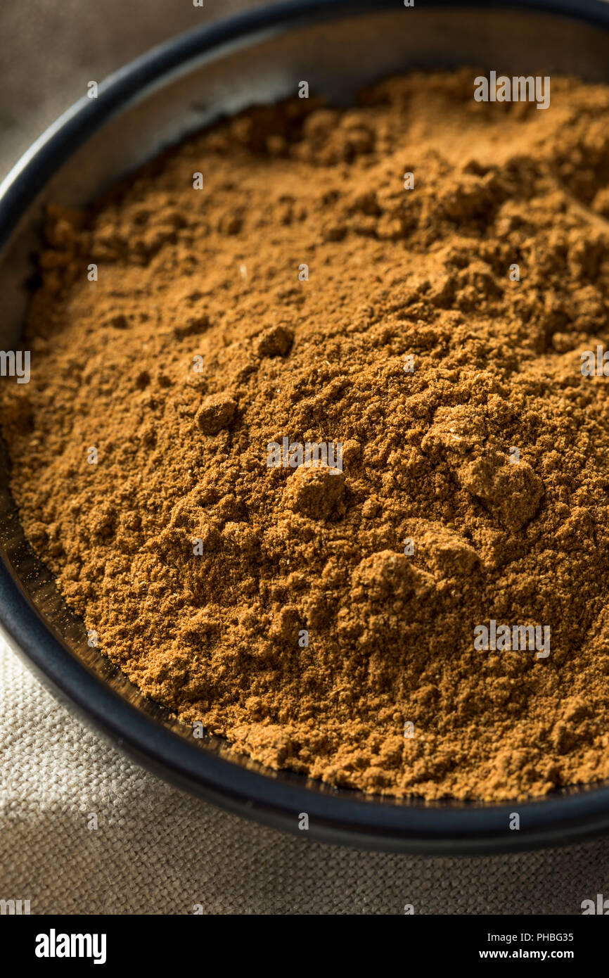 Organic Chinese Five Spice in a Bowl - Stock Image