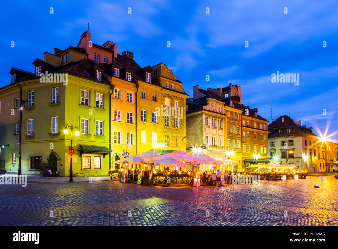 Buildings in Plac Zamkowy (Castle Square) at night, Old Town, UNESCO World Heritage Site, Warsaw, Poland, Europe - Stock Image
