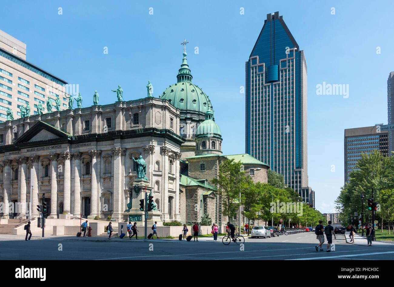 1000 de La Gauchetière, at 51 stories the tallest  building in Montreal and Cathédrale Marie-Reine-du-Monde - Stock Image