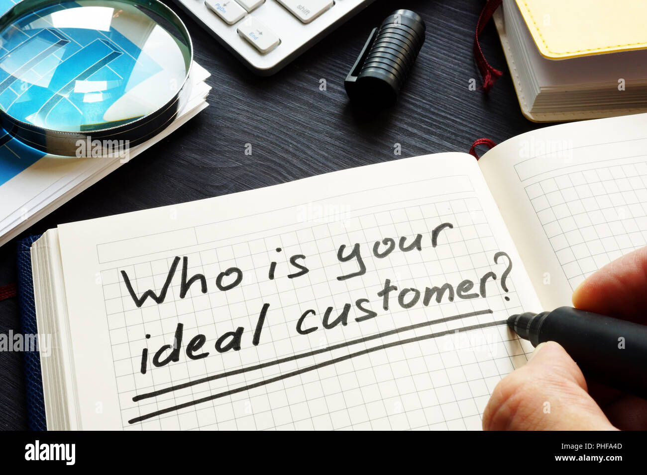 Who is your ideal customer handwritten in a note. Loyalty and satisfaction. - Stock Image