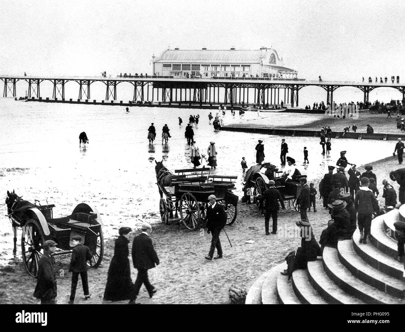 Pier and beach, Cleethorpes, early 1900s - Stock Image