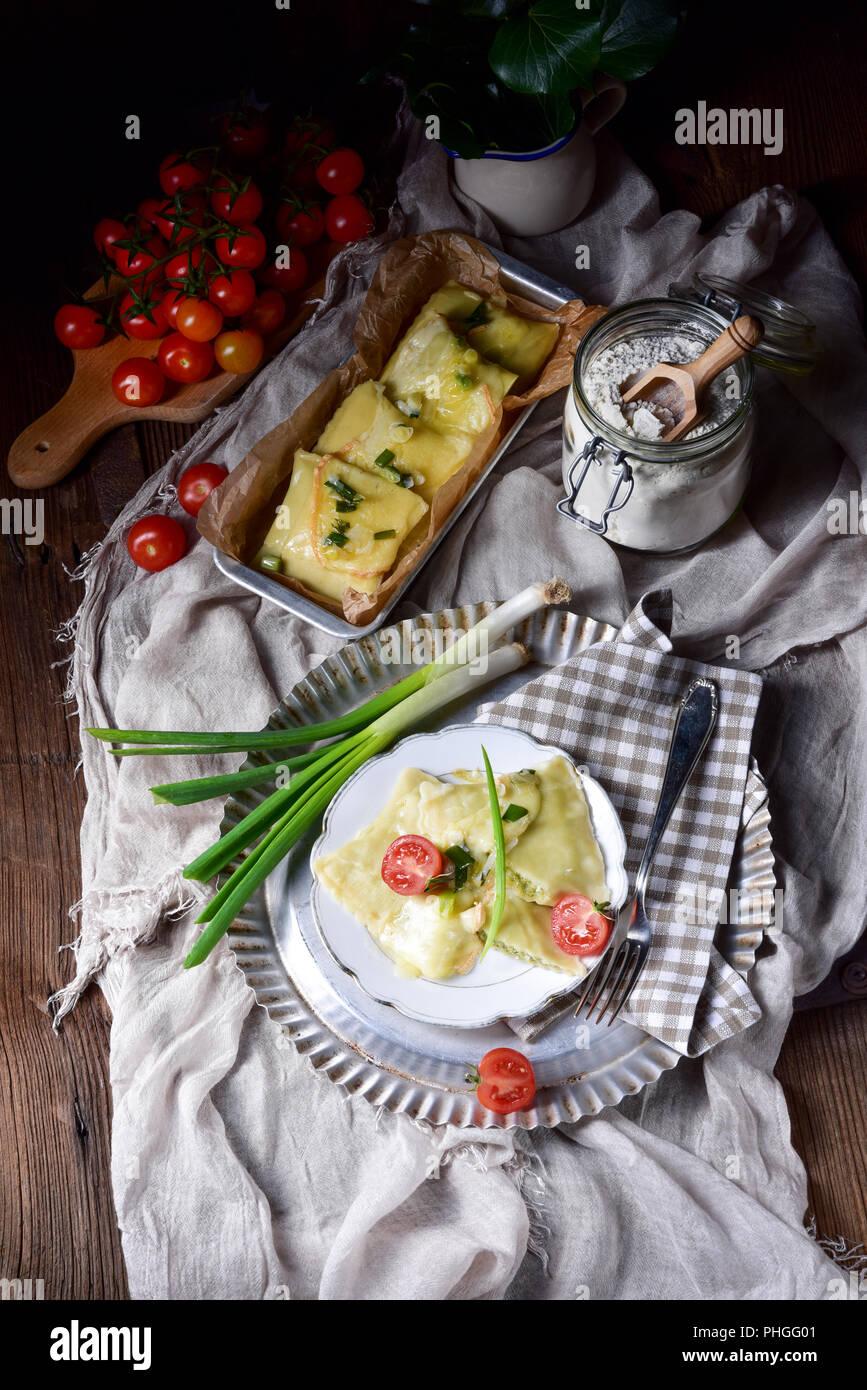 Swabian ravioli gratinated with cheese - Stock Image