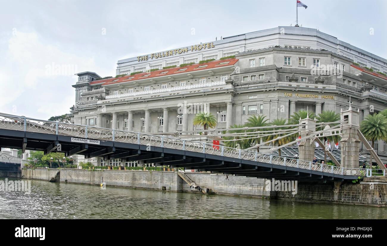 Singapore, Singapore- August 07, 2018: View of Cavenagh Bridge and Fullerton Hotel Stock Photo