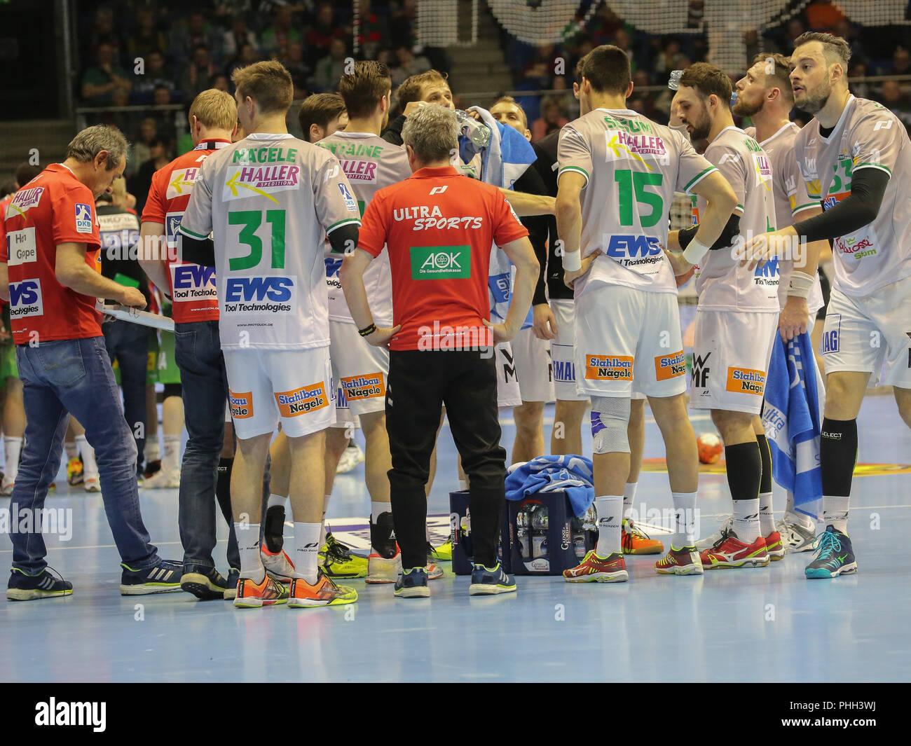 handball team Frisch Auf Göppingen at time out - Stock Image