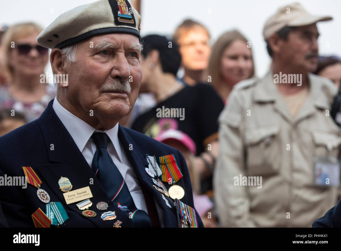 Moscow, Russia. 1st September 2018. The Royal Navy veteran and a member of the Arctic Convoy Club Mr Ernest Davies takes part of the 2018 Spasskaya Tower International Military Music Festival during performance the Brentwood Imperial Youth Band at the Tsaritsyno park in Moscow Credit: Nikolay Vinokurov/Alamy Live News - Stock Image
