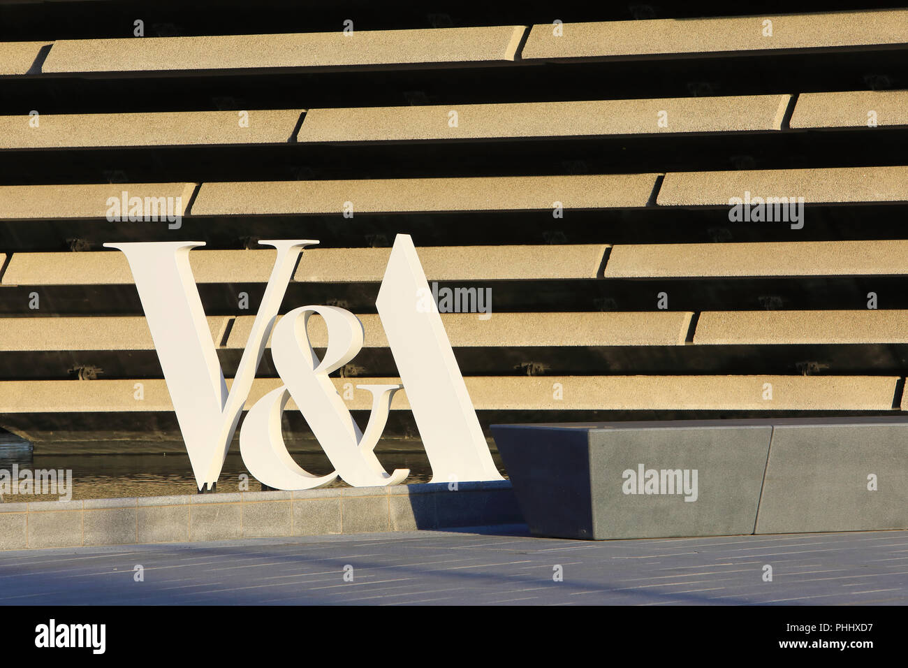 Kengo Kuma's new V&A Dundee, on the Riverside Esplanade as part of the city's waterfront regeneration, in Scotland, UK Stock Photo