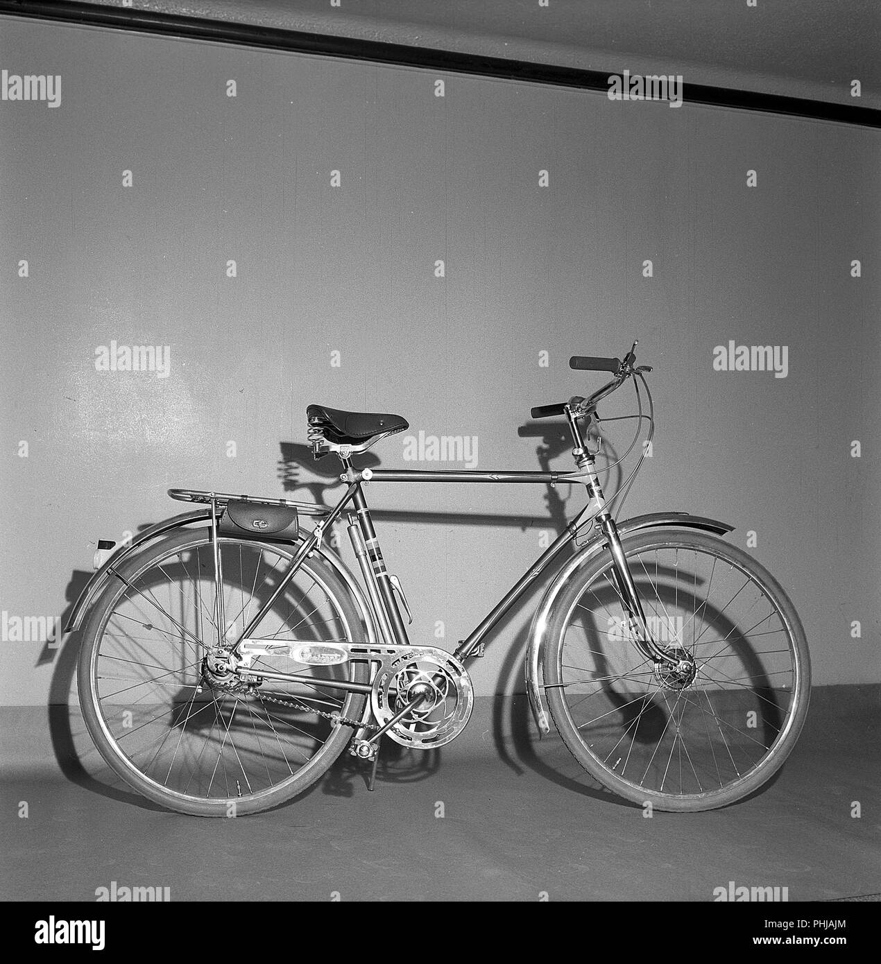 1950s bicycle. An exclusive model for men made by Swedish manufacturer Nymanbolaget for the brand Crescent. It has drum breaks on the front wheel, three gears, practical leather case for tools and a holder for the bicycle pump. The company marketed itself as producing the World champion bike. Sweden 1956 ref CV15-9 - Stock Image