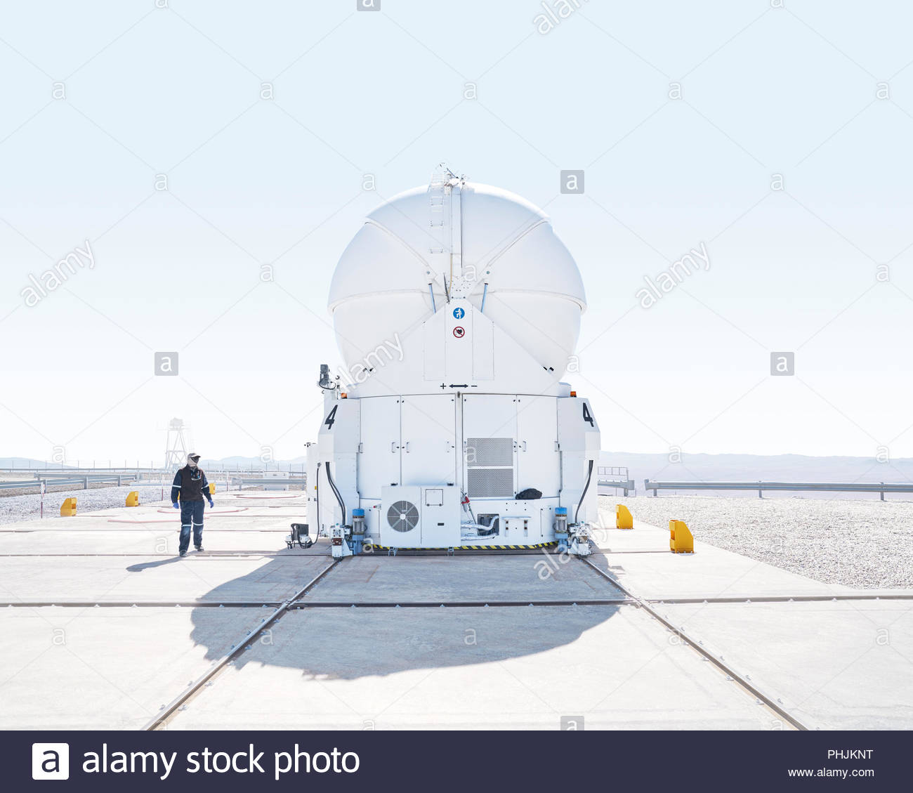 Scientist inspecting telescope at Paranal Observatory in Chile - Stock Image