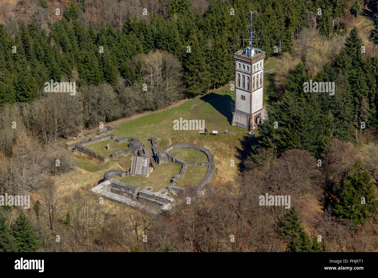 , Goldhausen, Burg Eisenberg ist die Ruine einer Höhenburg bei Goldhausen in Korbach,Georg-Viktor-Turm auf dem Eisenberg, Kreisstadt Korbach, Landkrei - Stock Image