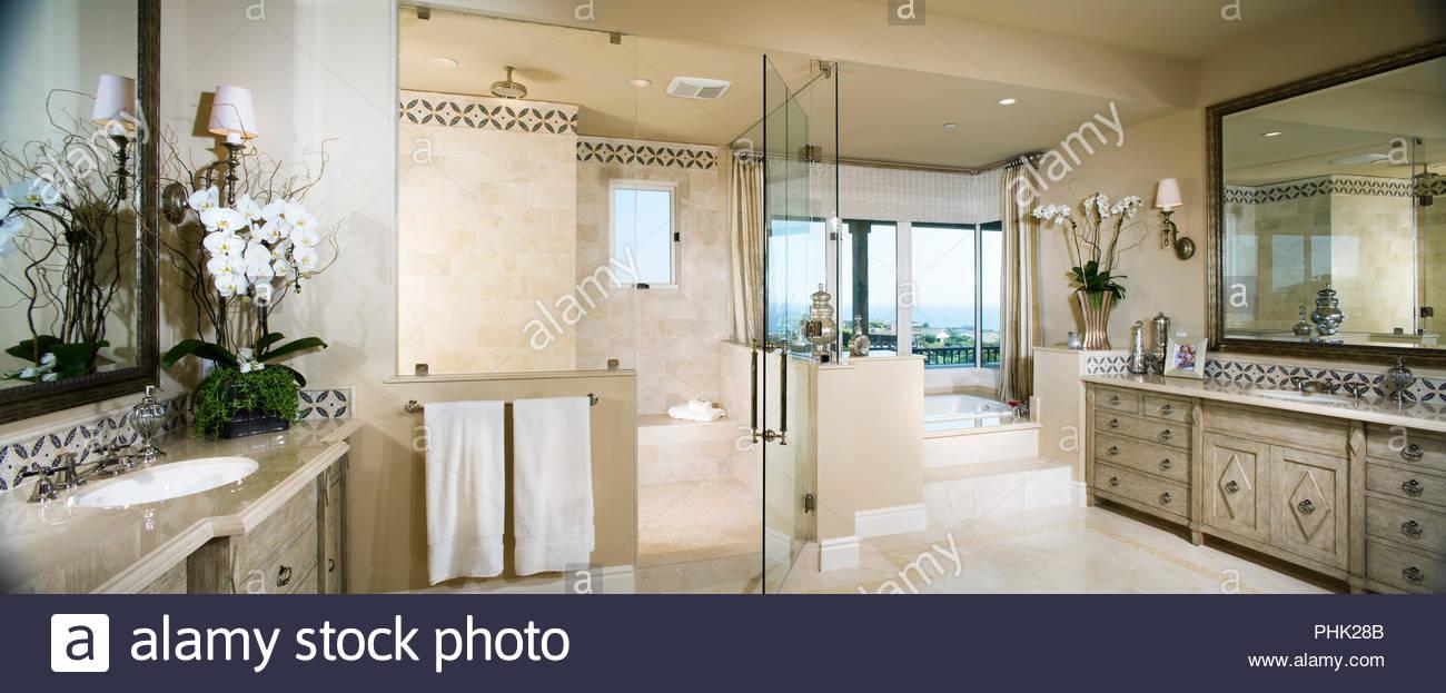 Luxurious bathroom - Stock Image