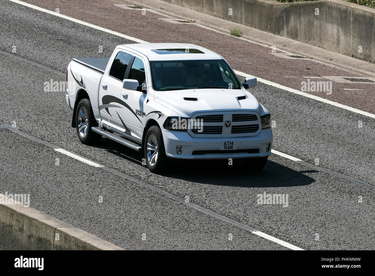 2015 Dodge Usa Suv Classic American Vehicles On The M6 At Lancaster Uk Stock Photo Alamy