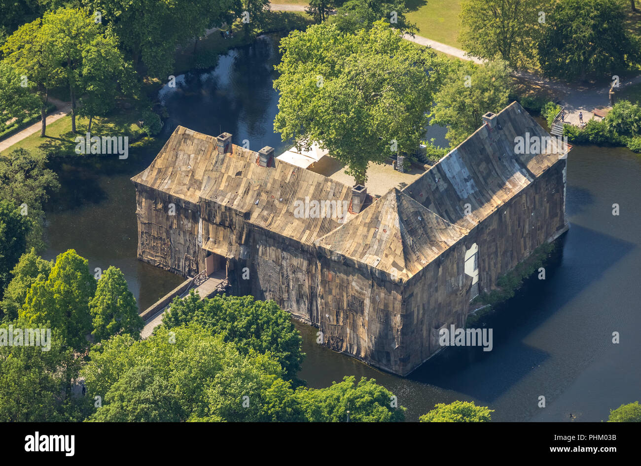 , Aerial view, Emschertal-Museum Schloss Strünkede, art action by Ghanaian artist Ibrahim Mahama, lining of Strünkede Castle with jute bags to mark th - Stock Image