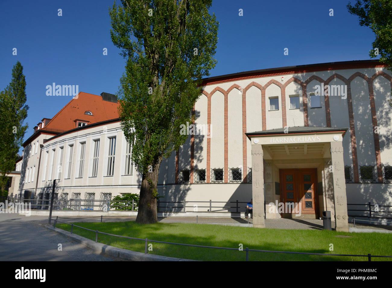Max-Planck-Gesellschaft Tagungsstaette Harnack-Haus, Ihnestrasse, Dahlem, Berlin, Deutschland Stock Photo
