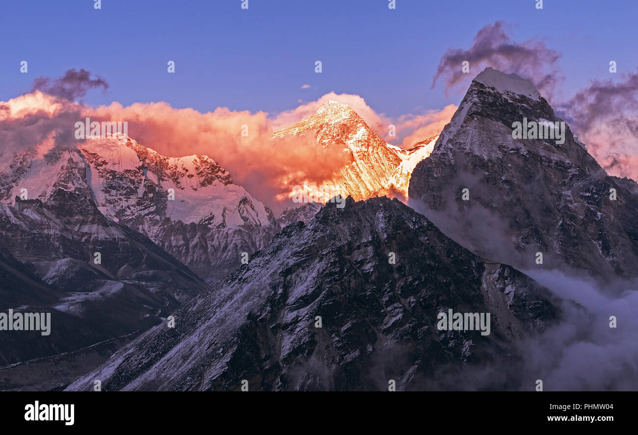 Greatness of nature: grandiose view of Everest peak (8848 m) at sunset. Nepal, Himalayan mountains, the highest point of the planet. - Stock Image