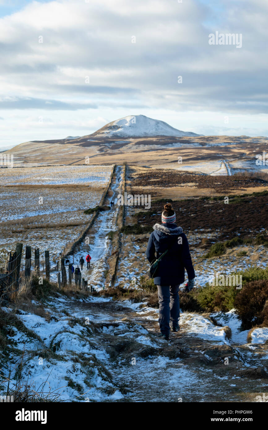 Girl hiking in Fife, Scotland in the snow - Stock Image