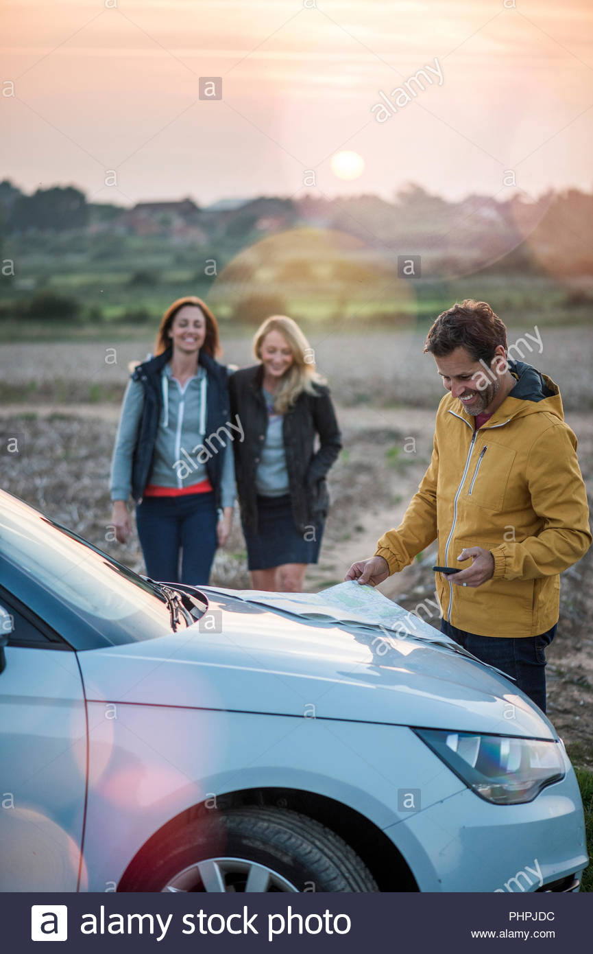 People with map on car - Stock Image