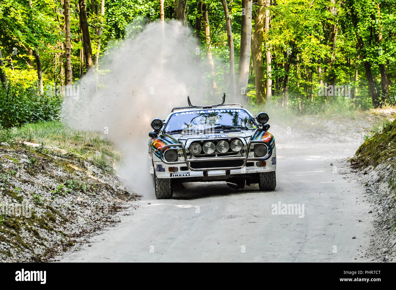 1983 MARTINI Racing Lancia 037 on the Forest Rally Stage at the Goodwood Festival of Speed. Classic rally car kicking up dust on stage - Stock Image