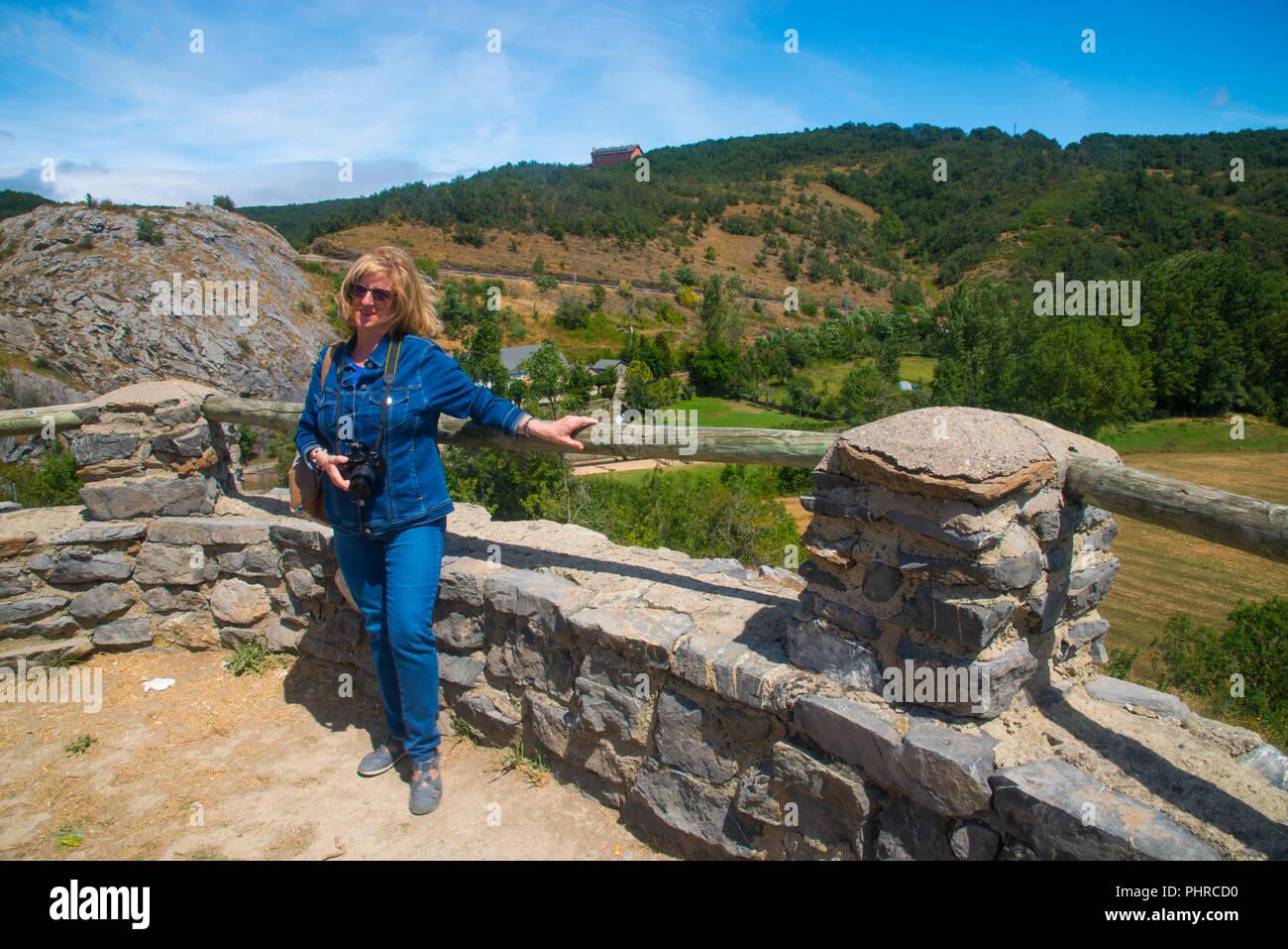 Woman at the viewpoint. Ruesga, Palencia province, Castilla Leon, Spain. - Stock Image