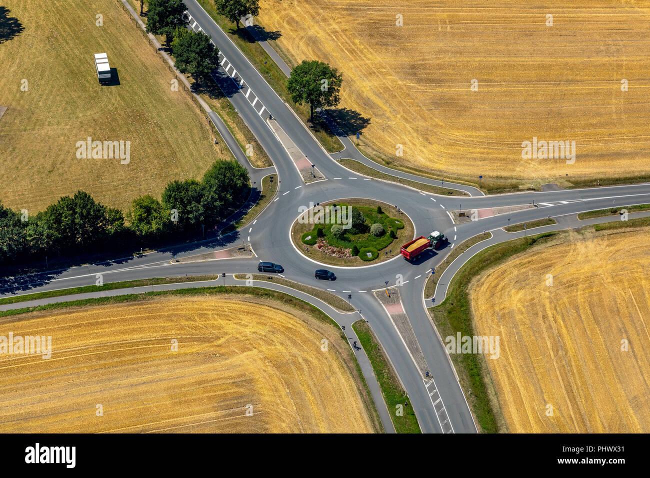 , Roundabout between harvested fields, Westring, Westkirchener Straße, Beelen, Kreis Warendorf, Münsterland, North Rhine-Westphalia, Germany, DEU, Eur - Stock Image