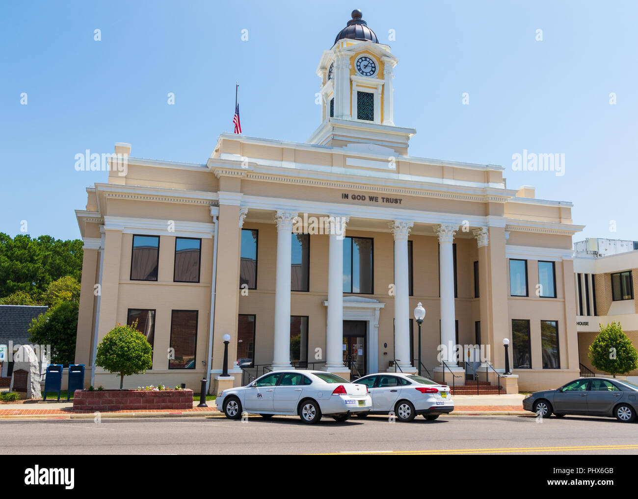 MOCKSVILLE, NC, USA-8/30/18: The Davie County courthouse,  a neo-classsical revival style structure, built in 1909. - Stock Image