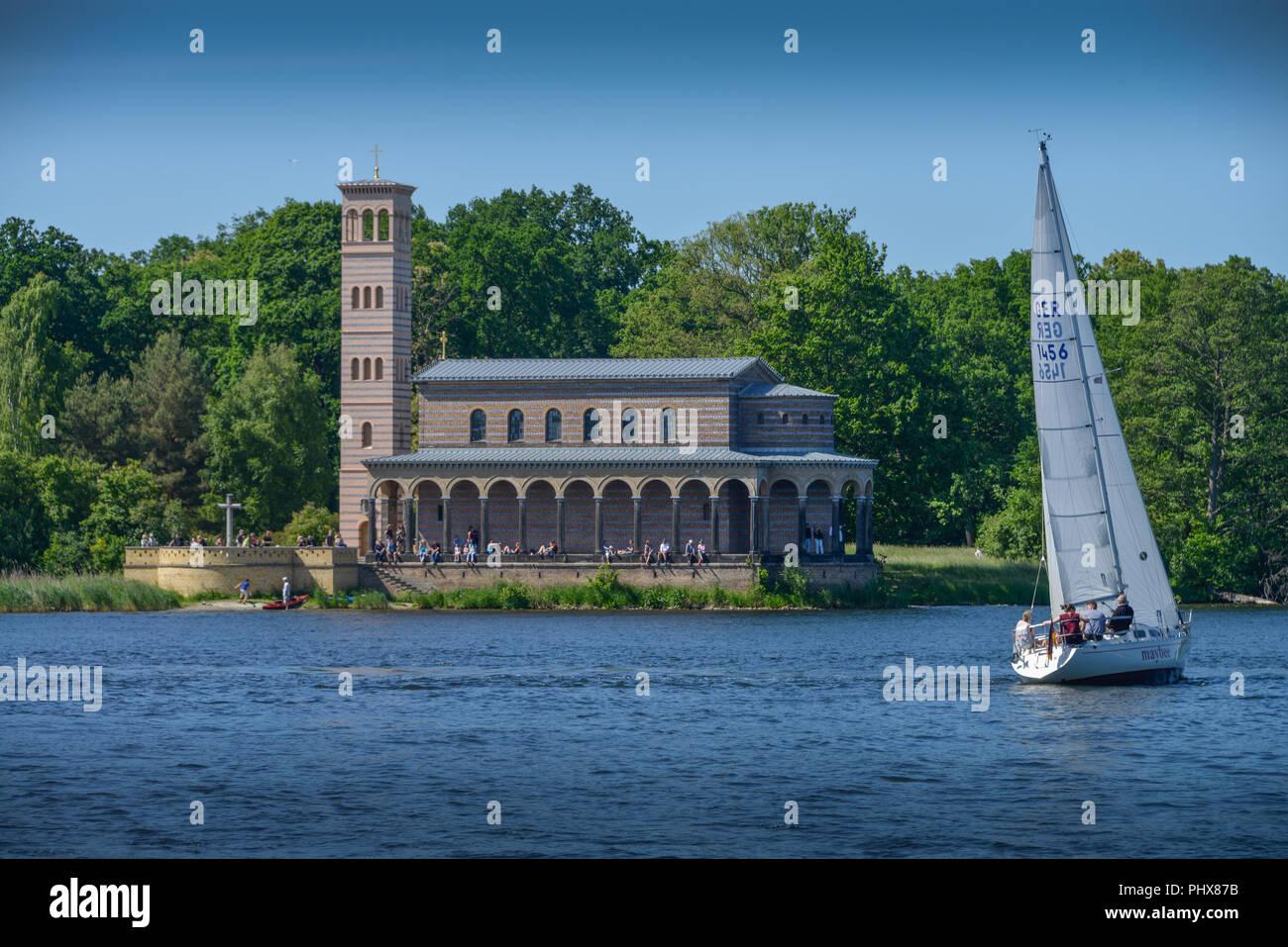 Heilandskirche, Segelboot, Havel, Sacrow, Brandenburg, Deutschland - Stock Image