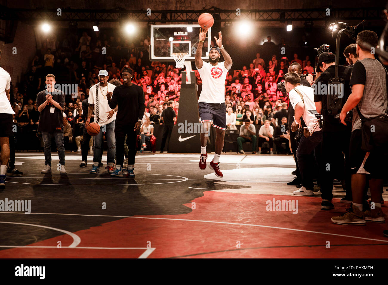 Berlin, Germany. 02nd Sep, 2018. 09/02/2018, Berlin: LeBron James, NBA professional of the Los Angeles Lakers, throws during the promotional tour 'More than an athlete'. The two-time Olympic champion has won the North American professional league NBA three times in his career and is regarded as the best basketball player of his generation. Credit: Carsten Koall/dpa/Alamy Live News - Stock Image