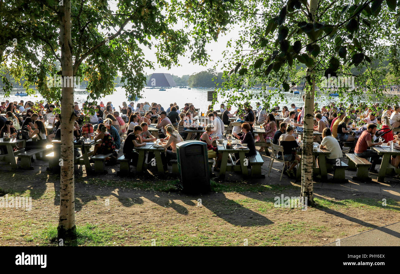 Al fresco dining in Hyde Park - Stock Image