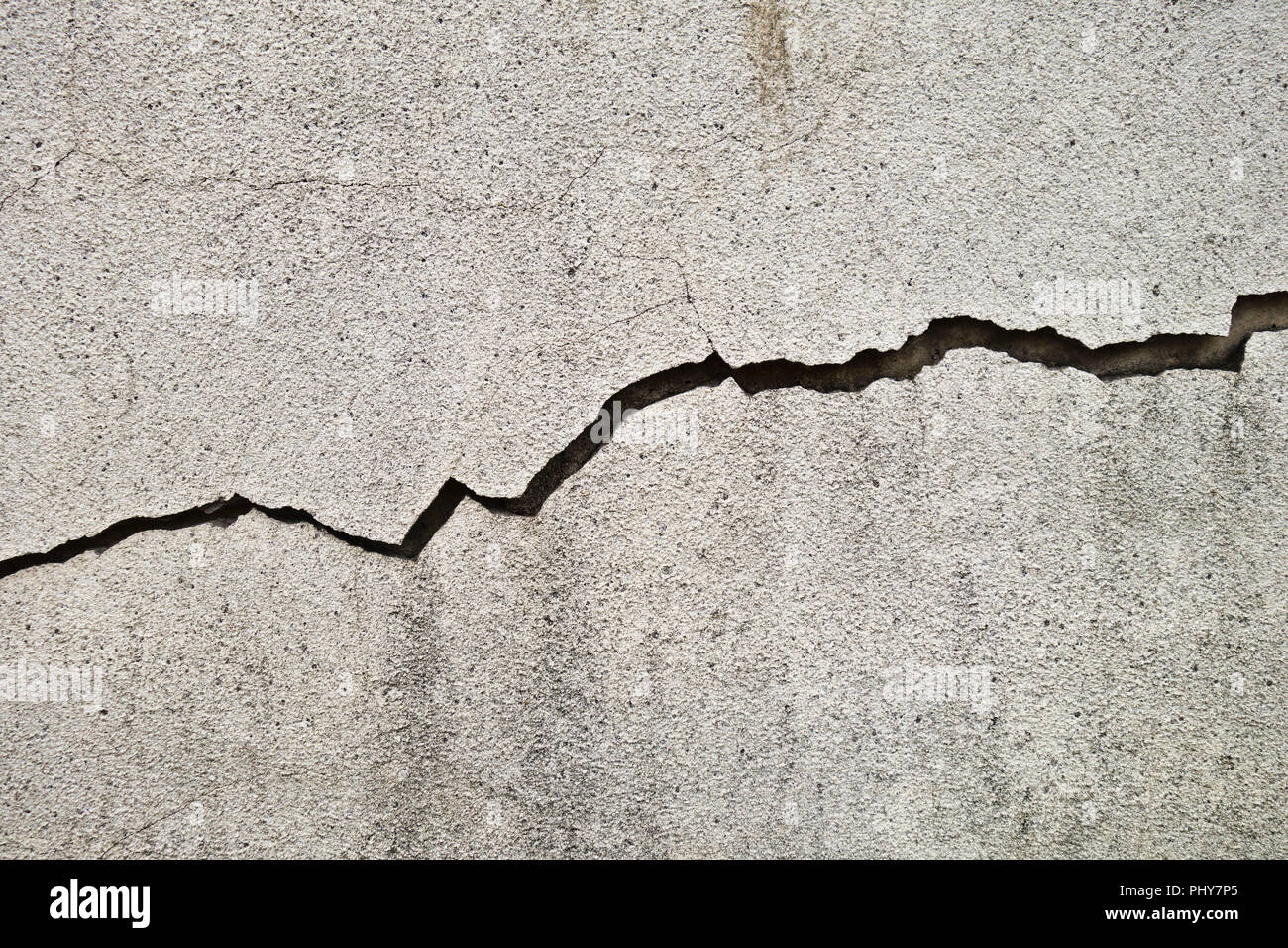 crack in a concrete wall - Stock Image