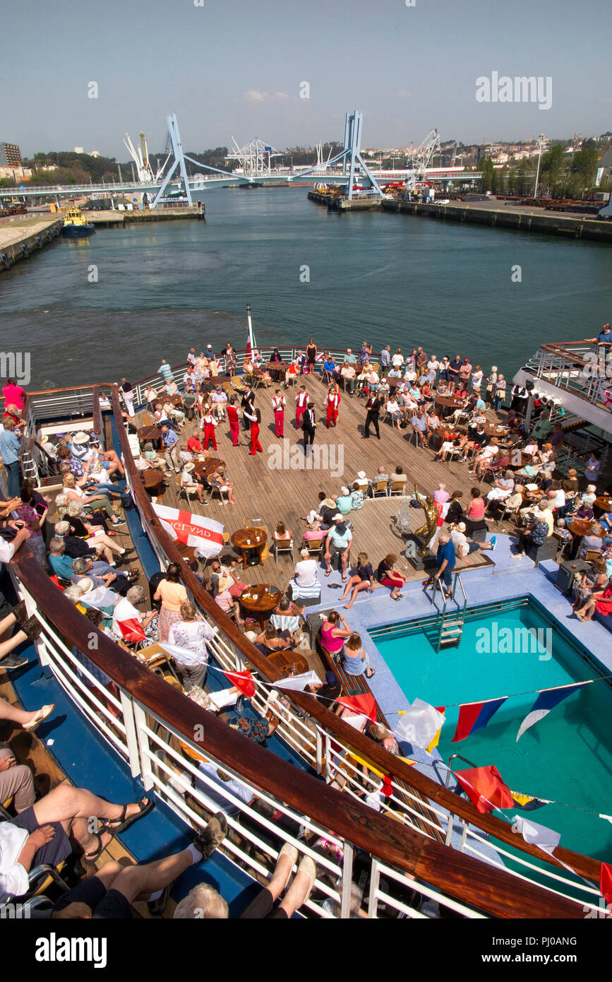 Portugal, Porto, Matosinhos, Leixoes, passengers being entertained on rear deck of MV Marco Polo in sunshine - Stock Image