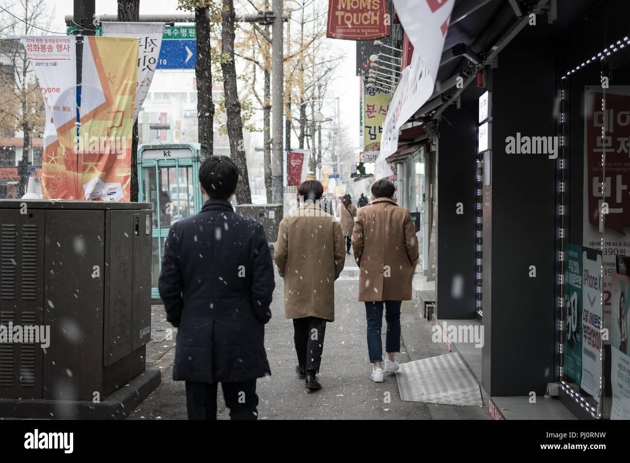 Walking people in snowy day, Jeonju, Korea - Stock Image