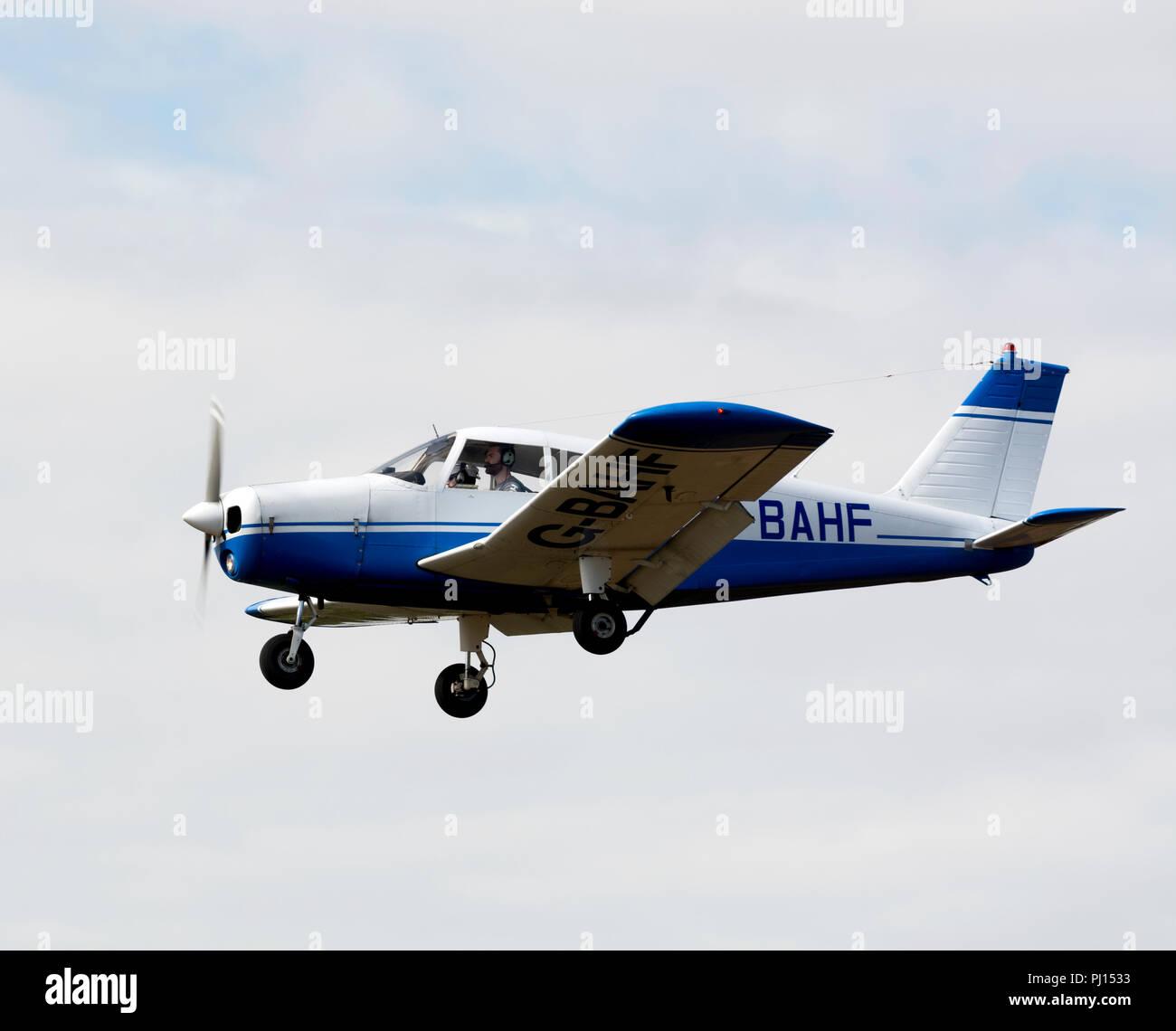 Piper PA-28-140 Cherokee Fliteliner landing at Wellesbourne Airfield