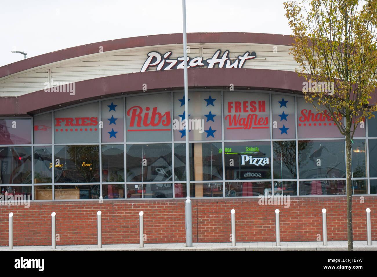 Pizza Hut eatery, Chadderton, Oldham,Lancashire,UK. - Stock Image
