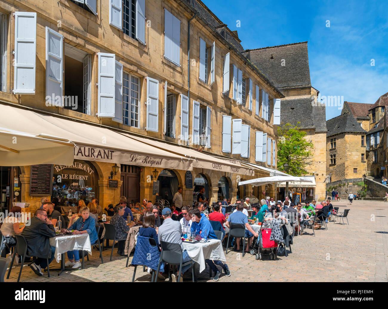 Restaurant Le Regent on Place de la Liberte in the old town, Sarlat, Dordogne, France Stock Photo