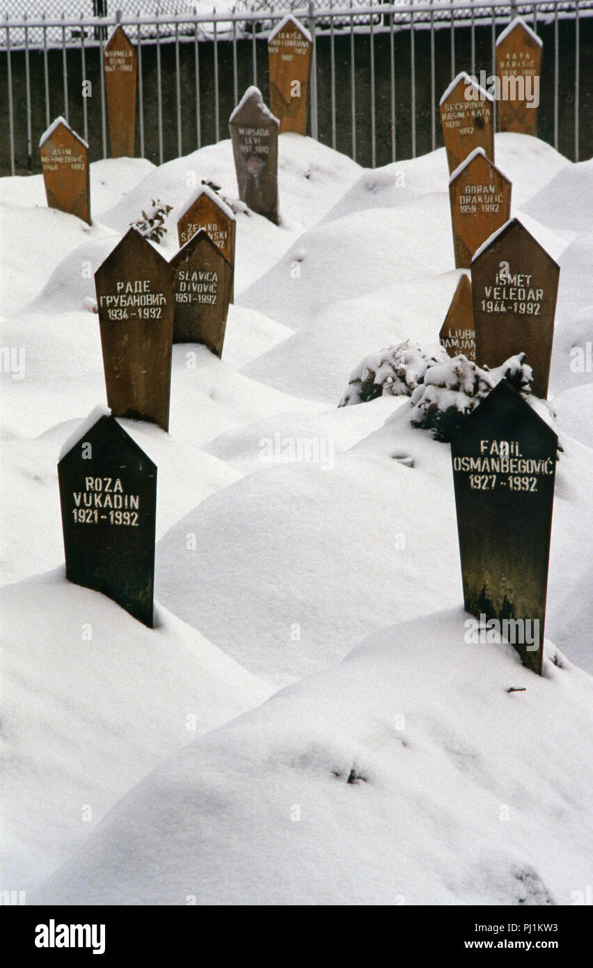 4th March 1993 A view of part of the Lion Cemetery in Sarajevo, just below the Kosevo Hospital: wooden grave-markers in the snow are all dated 1992. They bear the names of Muslim victims of the Siege of Sarajevo. - Stock Image