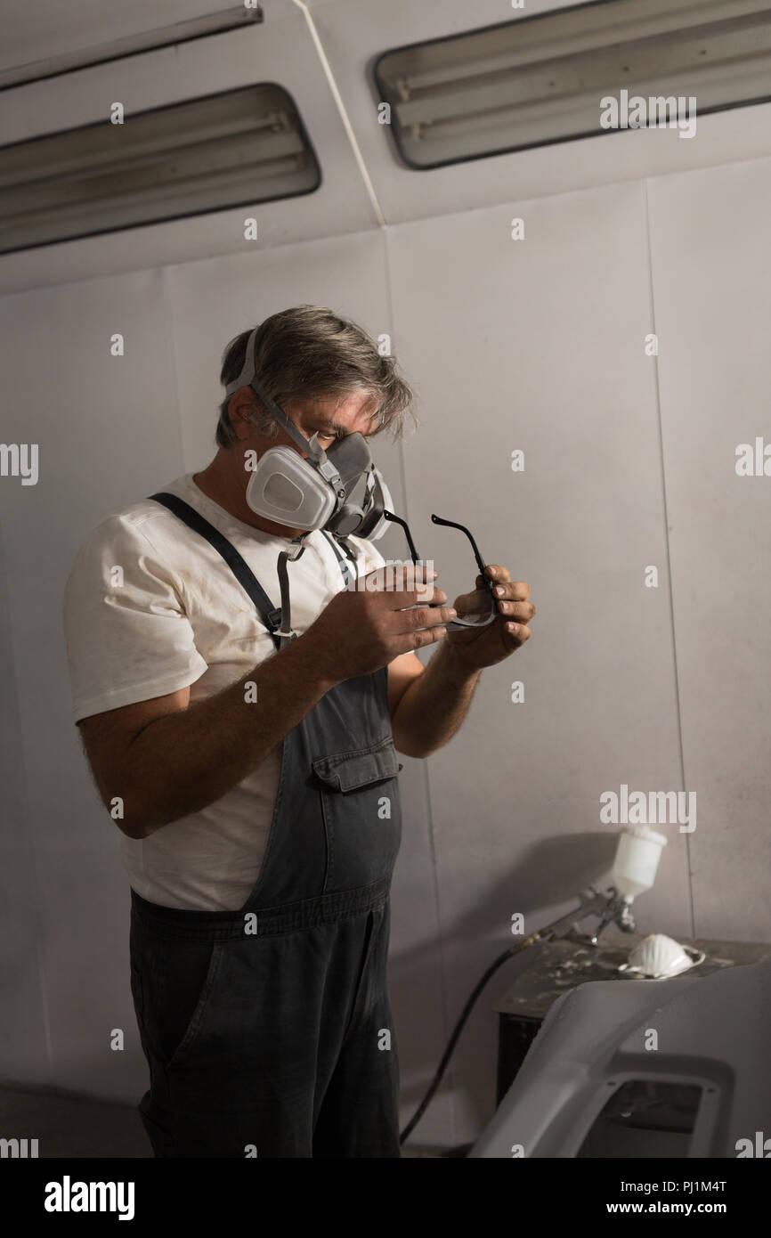 Male mechanic wearing protective eyewear - Stock Image