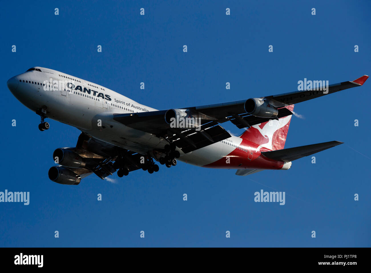 Boeing 747-438 (VH-OJU) operated by Qantas on approach to San Francisco International Airport (SFO), San Francisco, California, United States of America - Stock Image