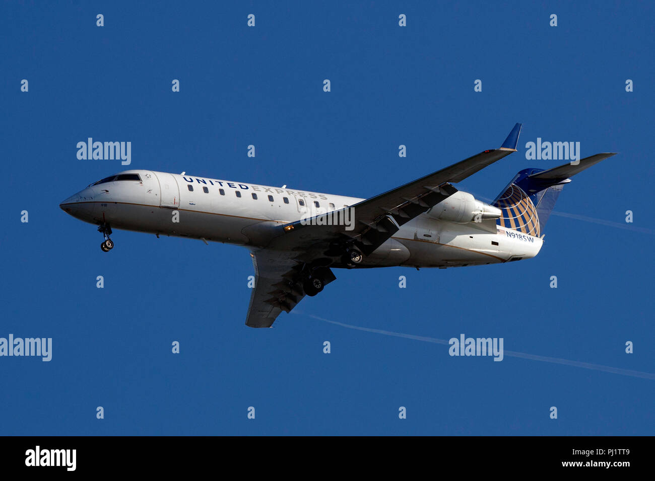 Bombardier CL-600-2B19 (N918SW) operated by Skywest Airlines on approach to San Francisco International Airport (SFO), San Francisco, California, United States of America - Stock Image