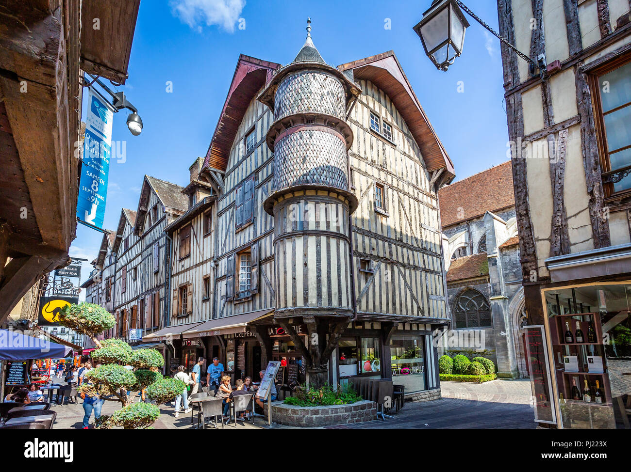 Maison Du Boulanger High Resolution Stock Photography and Images