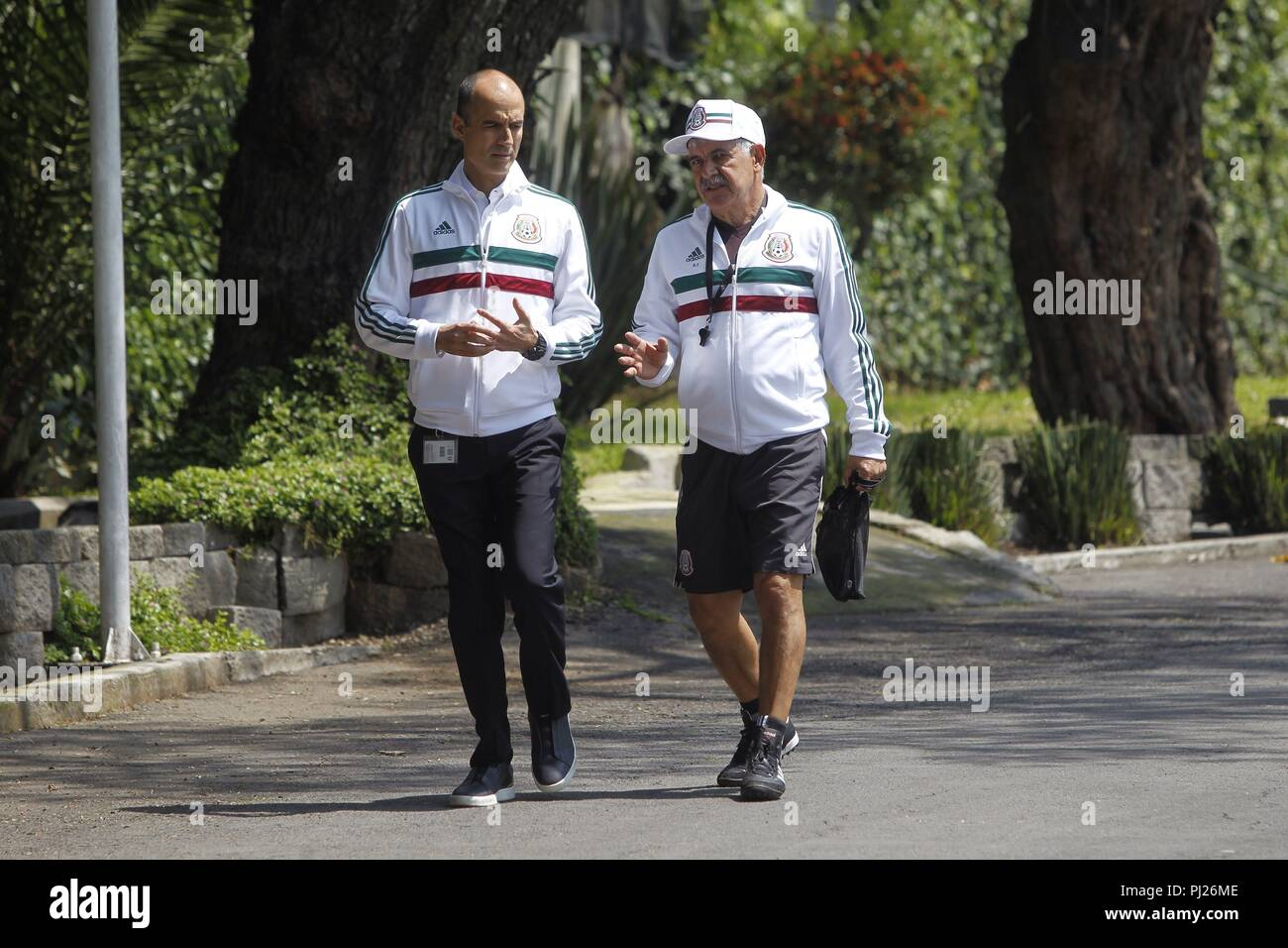 Guillermo Cantu (L), sports director of the Mexican Football Federation, walks with Brazilian coach Ricardo 'El Tuca' Ferretti (R) to a press conference in Mexico City, Mexico, 03 September 2018. Ferretti was presented as an interim coach of the Mexican soccer team for the friendly matches against Uruguay and the United States, corresponding to the FIFA date on September 7 and 11. EFE/Sashenka Gutierrez - Stock Image