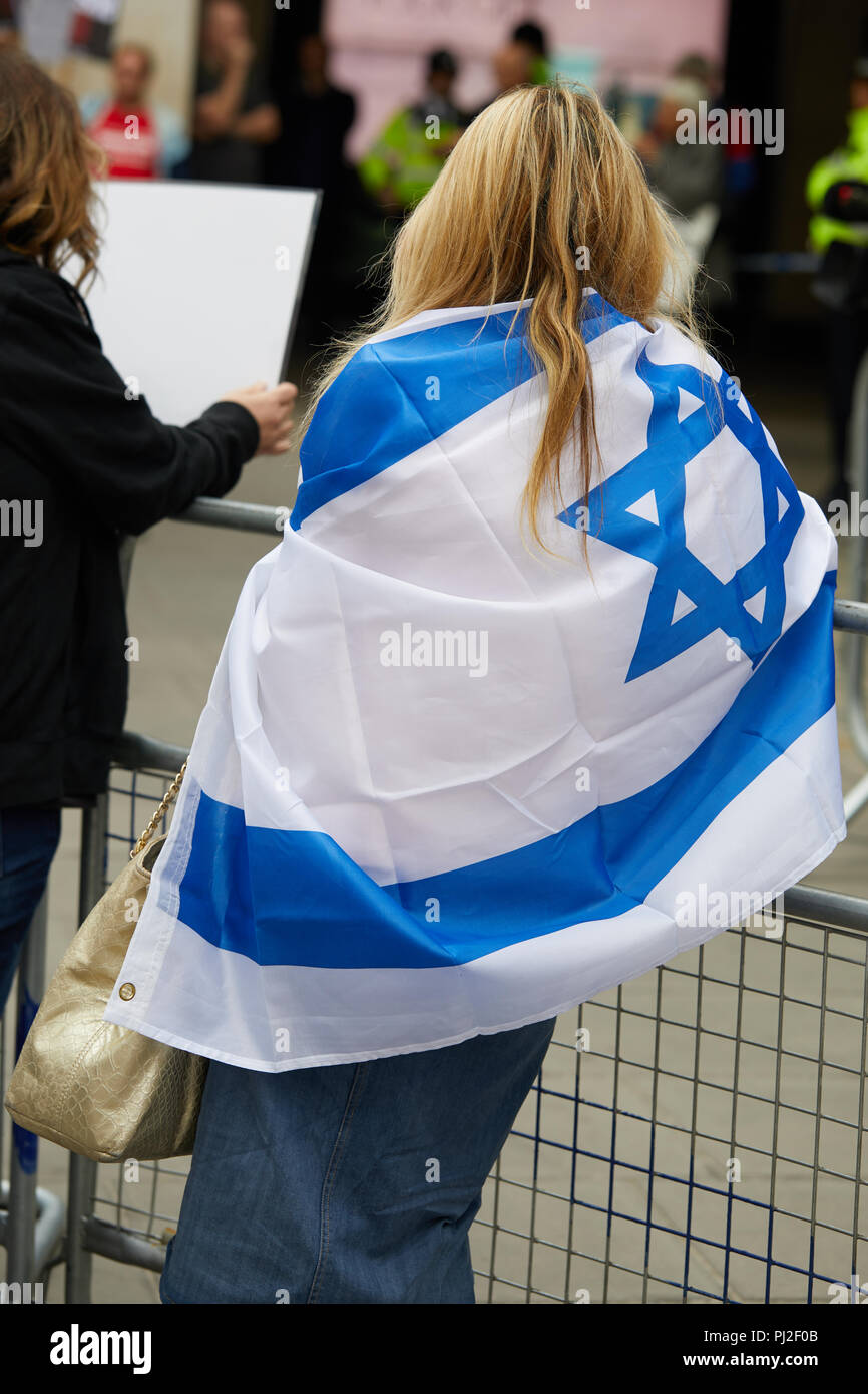 London, UK. 4th September 2018. Protestors outside the Labour Party headquarters where the party's National Executive Committee is meeting to discuss whether to adopt in full an international definition of anti-Semitism. Credit: Kevin Frost/Alamy Live News - Stock Image